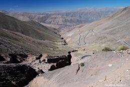 Cuesta que baja hacia Purmamarca desde las salinas, Salta