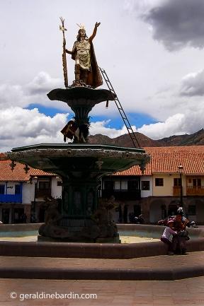 Plaza de Armas. estatua del Inca