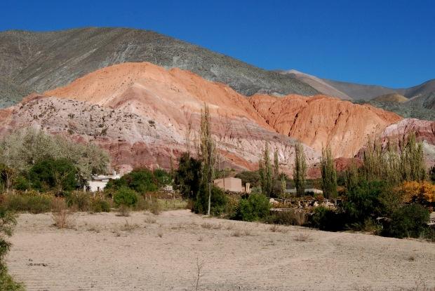 Purmamarca y el Cerro de los Siete Colores